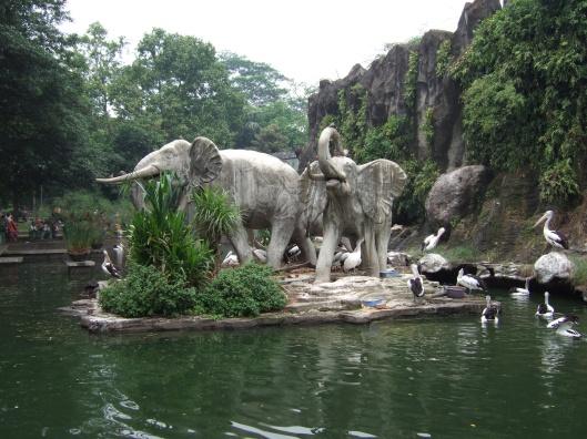 حديقة حيوانات المركز الدولى  - صفحة 4 Ragunan_zoo_jakarta_indonesia
